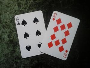 Slå ett kort genom bordet